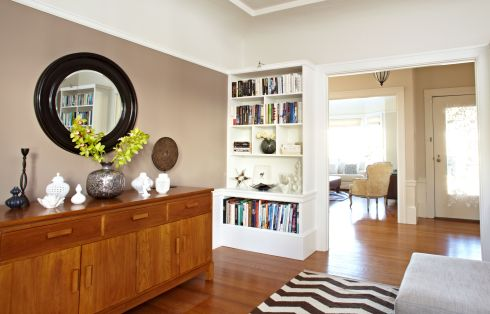 Family-room-round-mirror-shelves